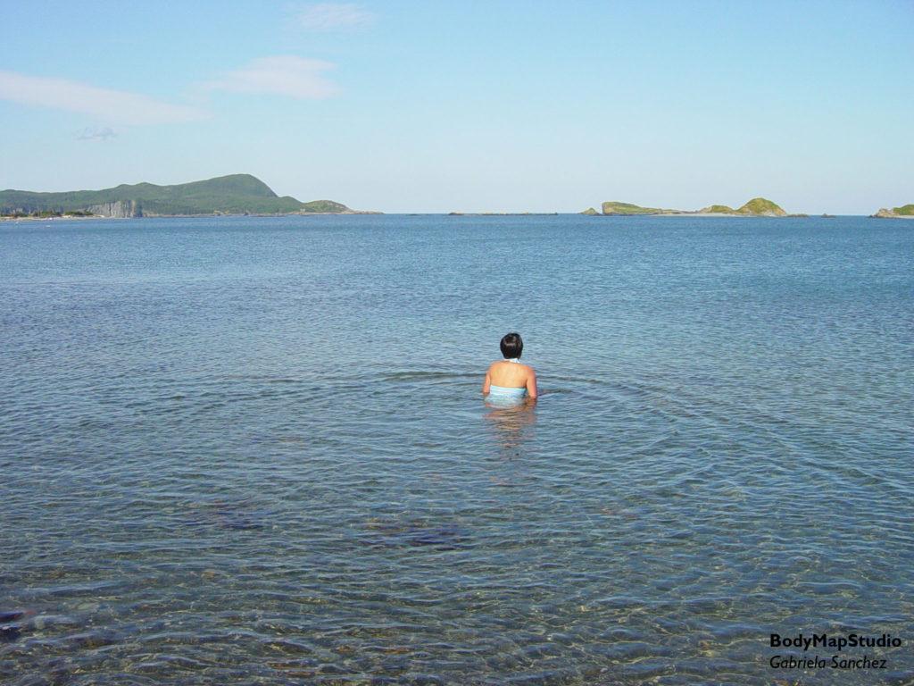 Nadando en el mar.